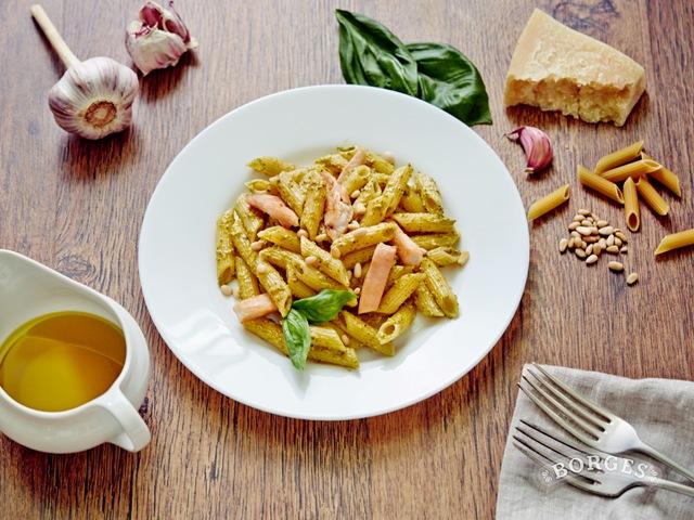 Ваши средиземноморские рецепты Пенне Ригате с курицей под соусом песто