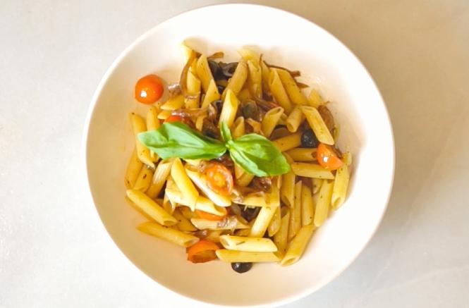 Ваши средиземноморские рецепты ПЕННЕ РИГАТЕ АЛЛА ПУТТАНЕСКА (с анчоусами, маслинами и каперсами)