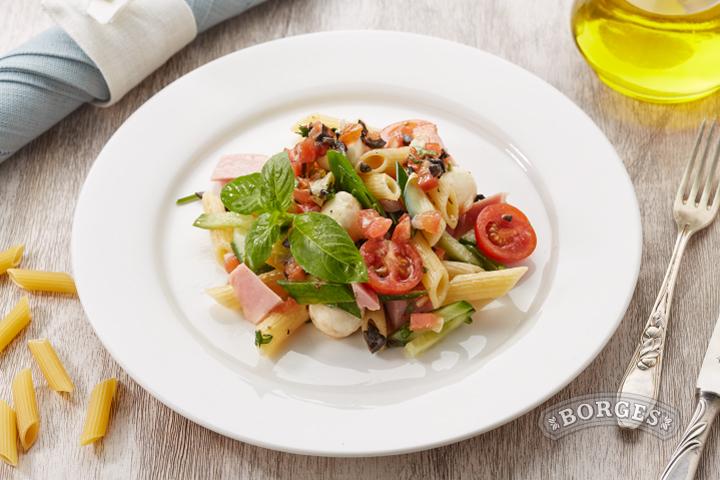 Салат с Пенне Ригате, ветчиной и овощами