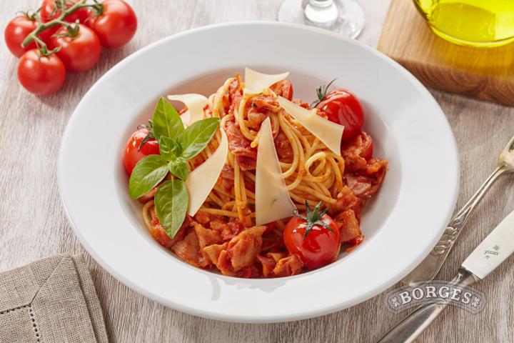 Спагетти Аматричана в остром томатном соусе