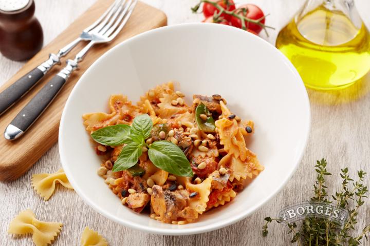 Фарфалле с сардинами и вялеными томатами
