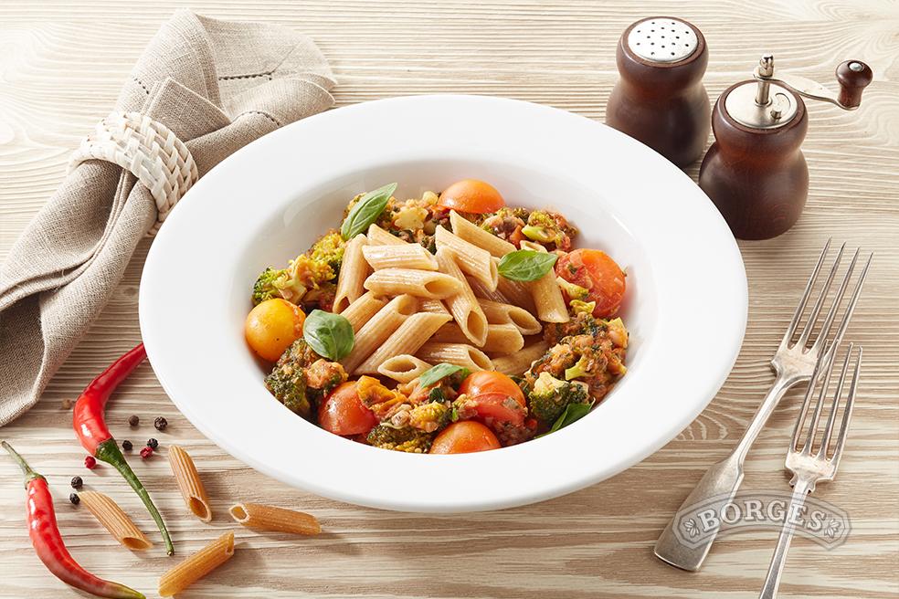 Пенне Ригате с брокколи и анчоусами в томатном соусе