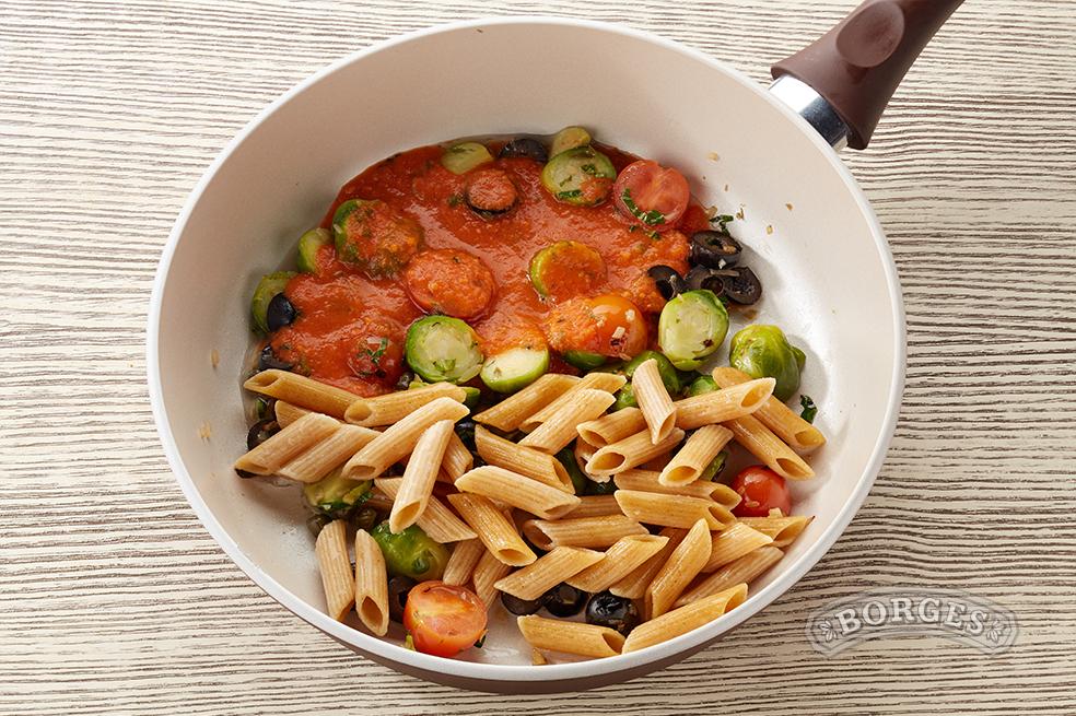 Пенне Ригате с тунцом в томатном соусе