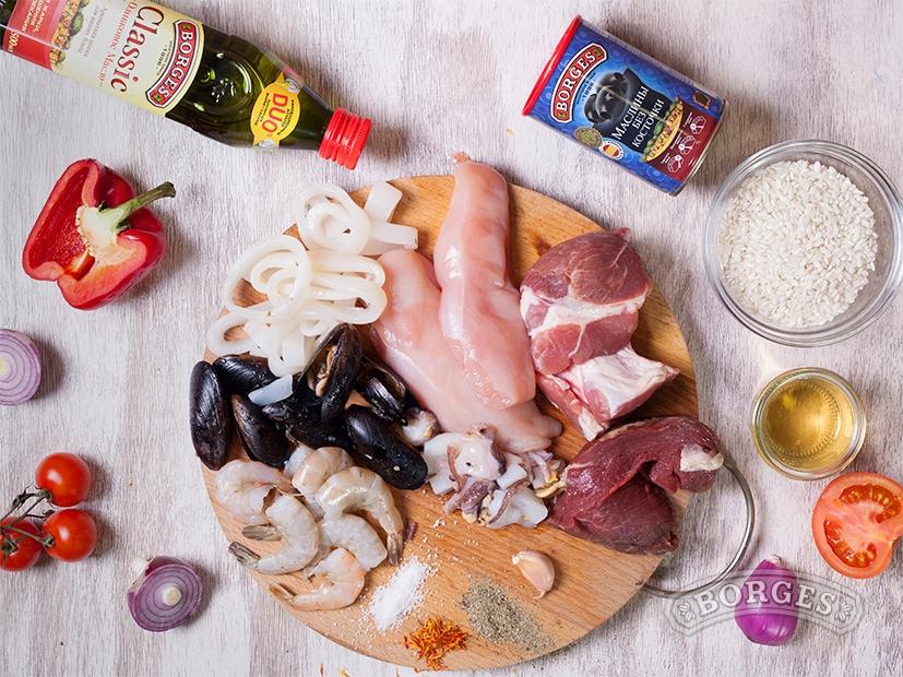 Паэлья с морепродуктами и мясом