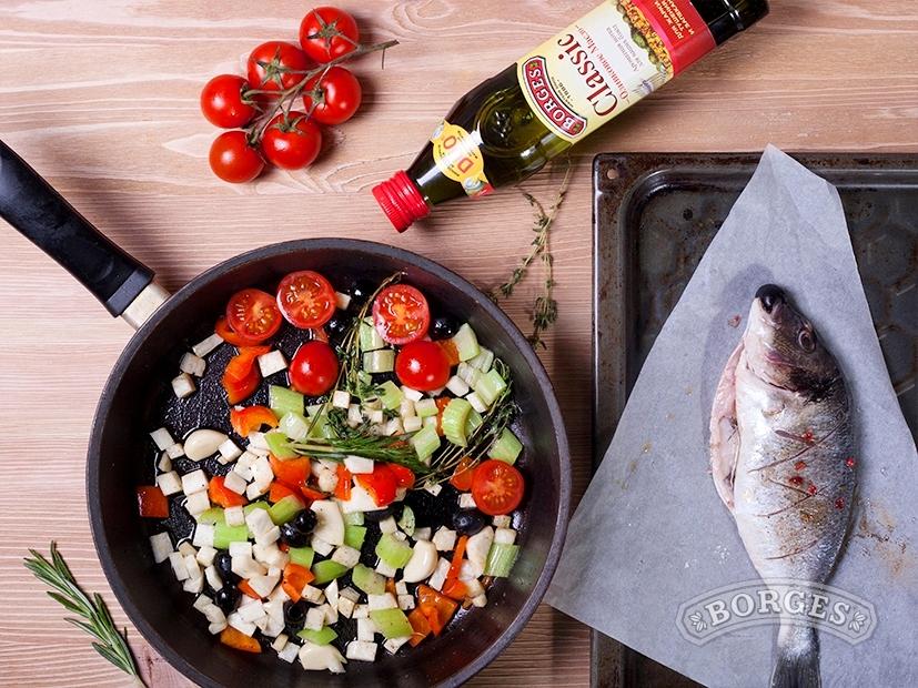Дорада, запеченная в духовке с овощами, под соусом Айоли
