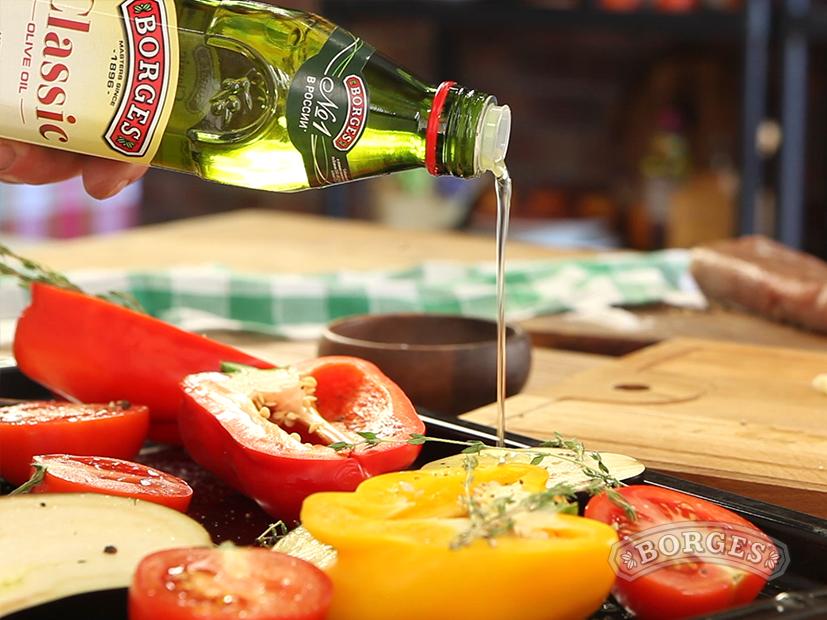Телятина с овощами под соусом Песто Россо